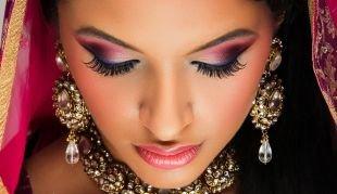 Яркий макияж, непревзойденный индийский макияж  розовыми тенями