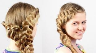 Золотисто русый цвет волос, красивая прическа для девочки с косами