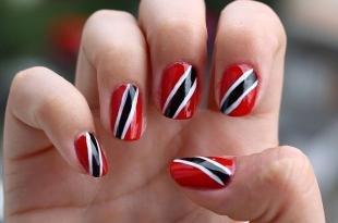 Красно-белый маникюр, яркий красный маникюр с черно-белыми полосками