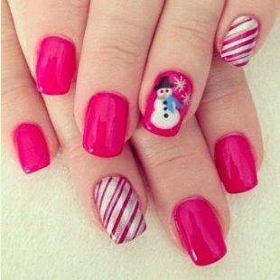 Рисунки фольгой на ногтях, розовый маникюр со снеговиком