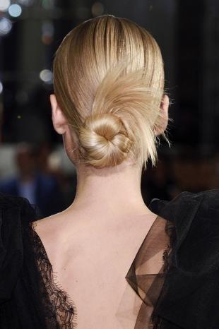 Цвет волос скандинавский блондин, прическа пучок на каждый день