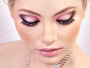 Свадебный макияж с фиолетовыми тенями, макияж со стразами