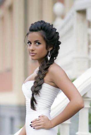 Прически с плетением на выпускной на длинные волосы, прическа на последний звонок в стиле «романтик»