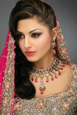 Яркий макияж для карих глаз, нежный индийский макияж