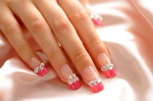 Маникюр на 8 марта, ярко-розовый френч с бусинками и камнями на нарощенных ногтях