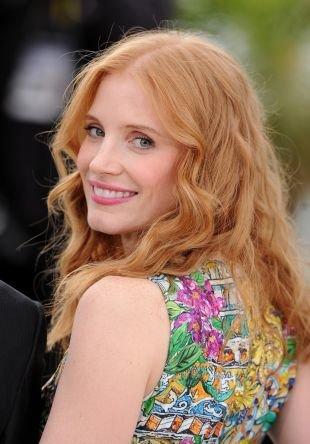 Медовый цвет волос на длинные волосы, милая прическа на выпускной для длинных волос