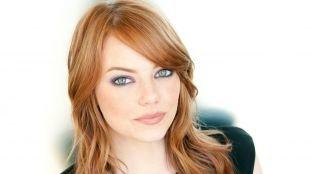 Светло рыжий цвет волос на длинные волосы, прическа для круглого лица с мягкими волнами